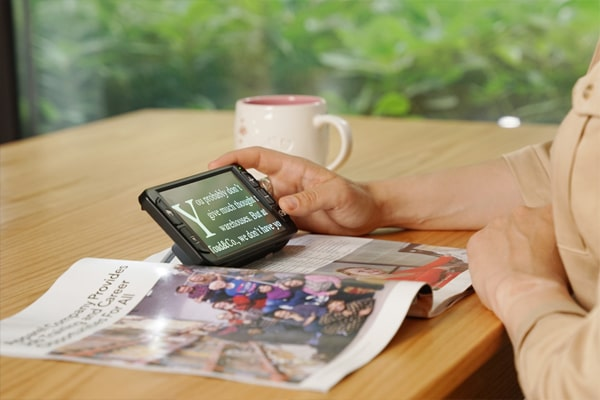 zoomax luna 6 handheld electronic video magnifier for low vision reading the magazine with luna 6